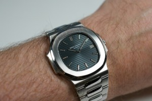 Reiewing Patek Philippe Nautilus Reference 3700/1A